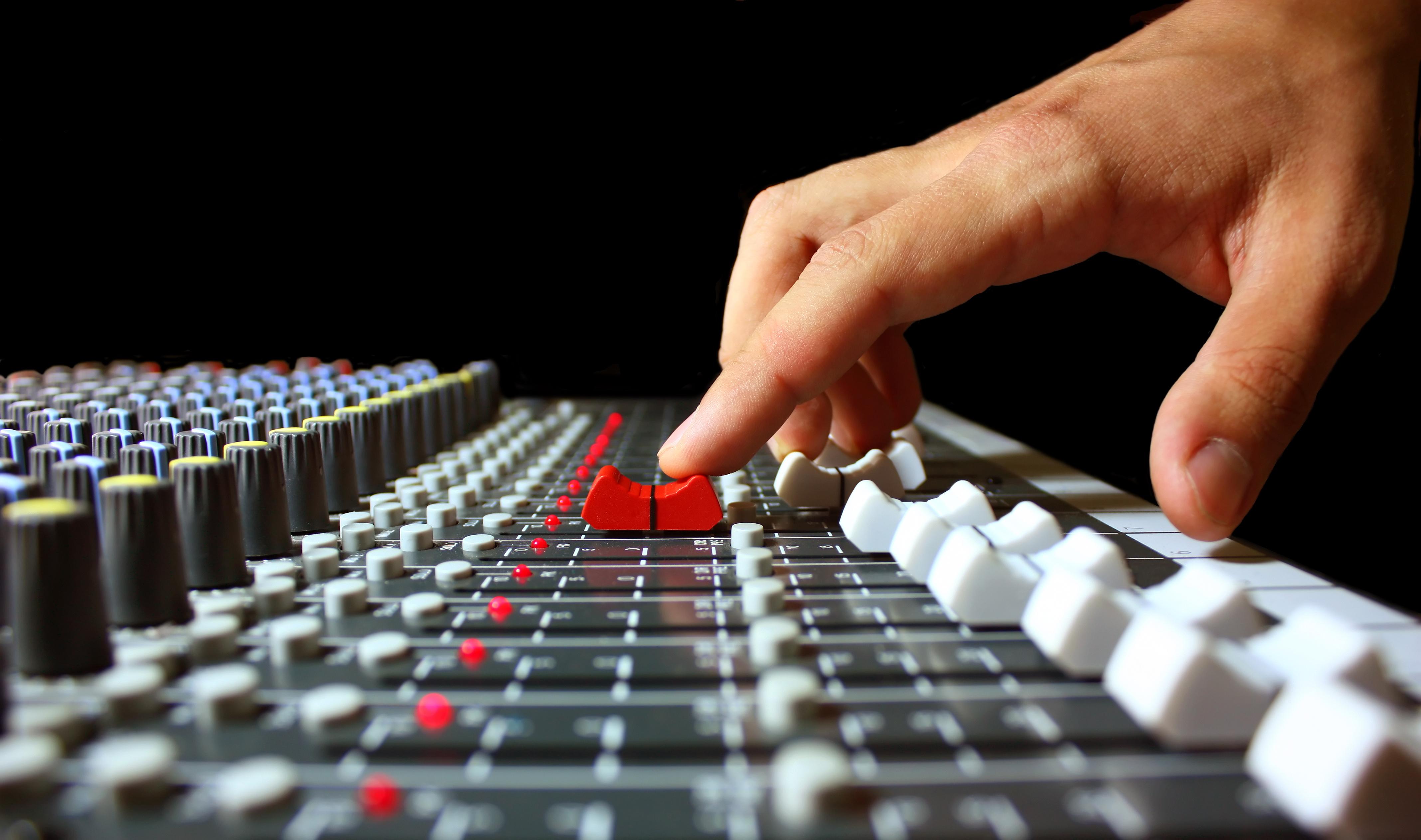 Advertising na radiju , saznajte kako kreirati text reklamne poruke pre snimanja